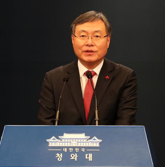 지난해 12월 31일 오후 서울 청와대에서 신임 신현수 민정수석이 이야기를 하고 있다. [청와대사진기자단]