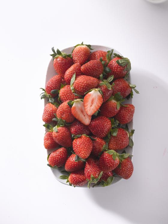 이마트에서 판매하고 있는 설향 품종의 딸기. [사진 이마트]