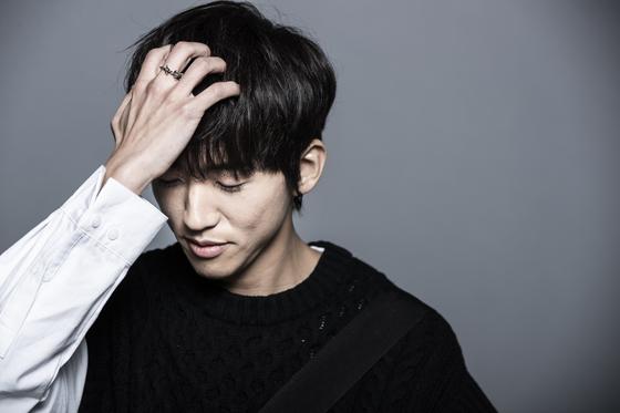 """JTBC '싱어게인' 우승자 이승윤은 """"승자와 패자가 정해지는 경쟁이 힘들어서 벗어나 살아왔던 사람인데 우승을 하다니 기분이 이상하다""""고 말했다. 권혁재 사진전문기자"""