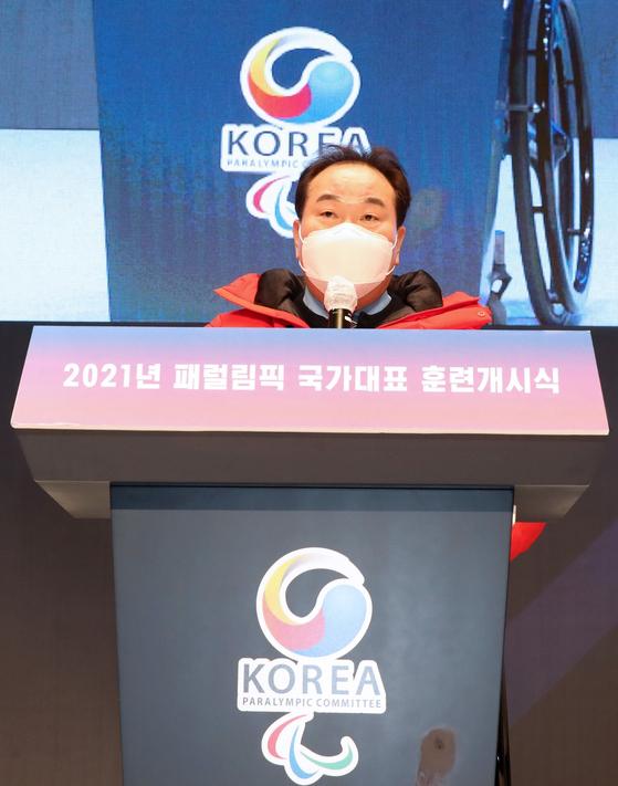 2021년도 국가대표 훈련개시식에서 대한장애인체육회 곽동주 회장직무대행이 개식사를 하고 있다. [사진 대한장애인체육회]