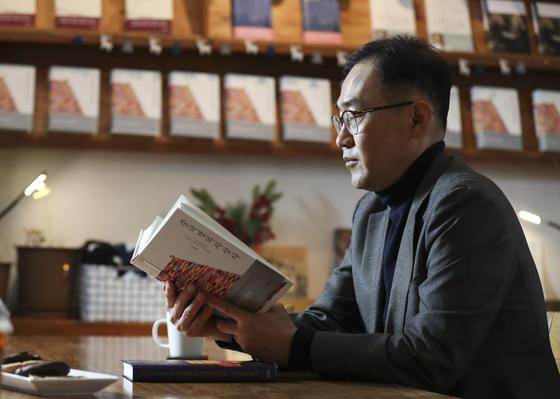 『중국정치사상사』를 쓴 김영민 서울대 교수. 14일 오후 서울 서교동 한 카페에서 중앙일보와 인터뷰를 하고 있다. 임현동 기자