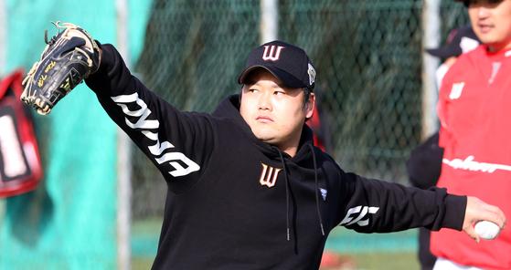 제주도 강창학구장에서 훈련중인 SK 와이번스 투수 김태훈. [사진 SK 와이번스]