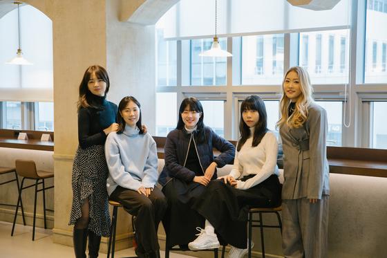 29CM 미디어팀(왼쪽부터 배은진 PM, 김민정 PM, 양유정 PD, 강경민 PM, 김혜인 팀장) ⓒ이인애