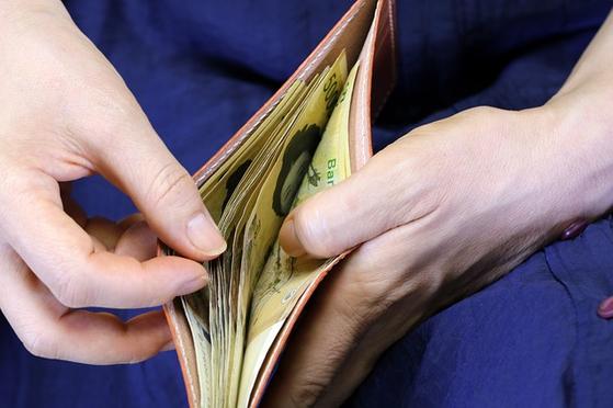 돈에 대한 긍정적인 의미 부여가 과하면 물질만능주의에 빠질 수도 있지만, 돈에 대한 부정적인 인식을 극복하지 못하면 건강한 재무구조를 가지기 함들다. [사진 pixabay]