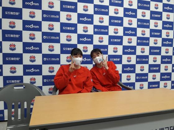 GS칼텍스 안혜진(왼쪽)과 강소휘.