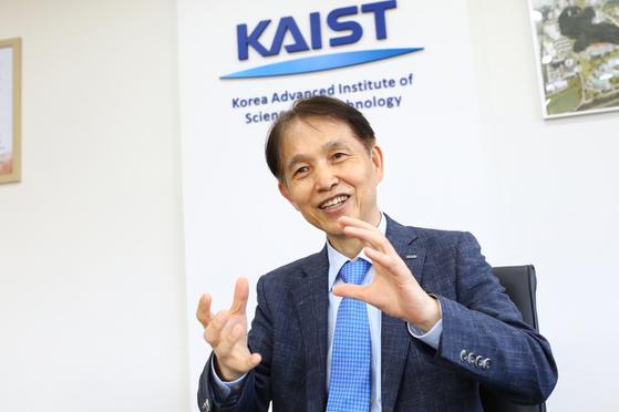 18일 KAIST 이사회에서 차기 총장으로 뽑힌 이광형 KAIST 교학부총장. KAIST는 올해로 개교 50주년을 맞았다. [사진 KAIST]