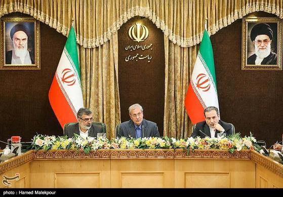 경제난에 빠진 이란이 한국의 동결 자금 문제 해결을 촉구했다. 사진은 2019년 7월 7일 이란 테헤란에서 열린 기자회견에 참석하고 있는 이란 정부 고위관계자들. [로이터=연합뉴스]