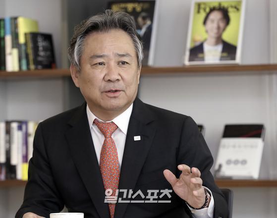 재선에 성공해 4년간 임기 연장한 이기흥 대한체육회장. 김민규 기자