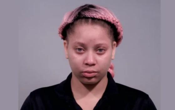 아이들을 모텔방에 남겨두고 일하러 갔다가 체포된 미국 미혼모 샤이나 벨. [턴불 카운티 홈페이지]