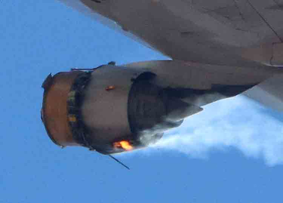 미국 유나이티드 항공의 UA328 편 여객기가  20 일 (현지시간) 이륙 직후 엔진에 화재가 발생해 곧바로 회항하는 사고가 발생했다. [ 로이터 = 연합뉴스 ]