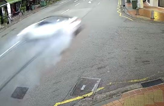 싱가포르 탄종파가에서 BMW가 중심을 잃고 미끄러지고 있다. 페이스북 캡처