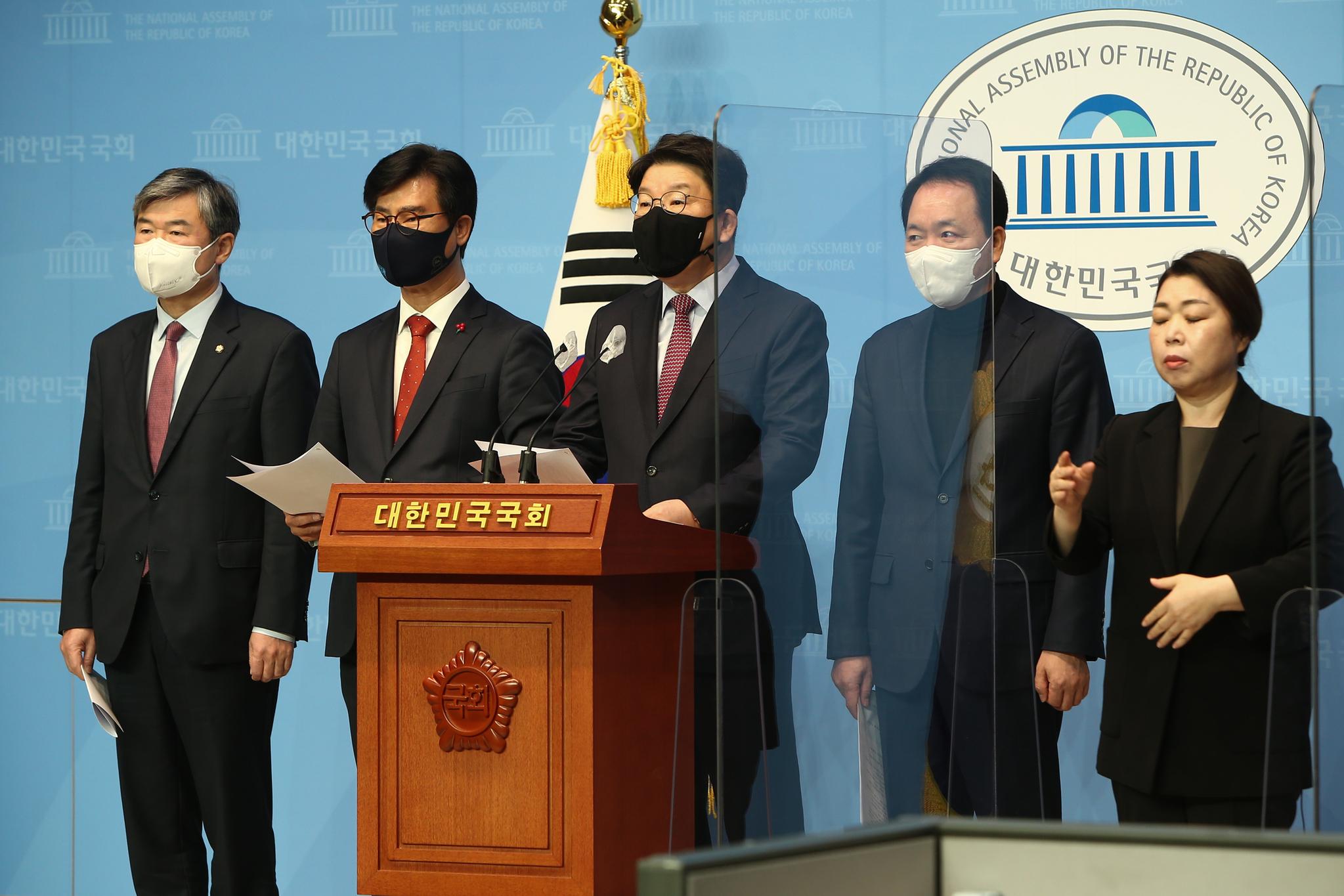 국민의힘 북원전 진상조사특별위가 23일 국회 소통관에서 신한울 3,4호기 관련 기자회견을 하고 있다. 오종택 기자