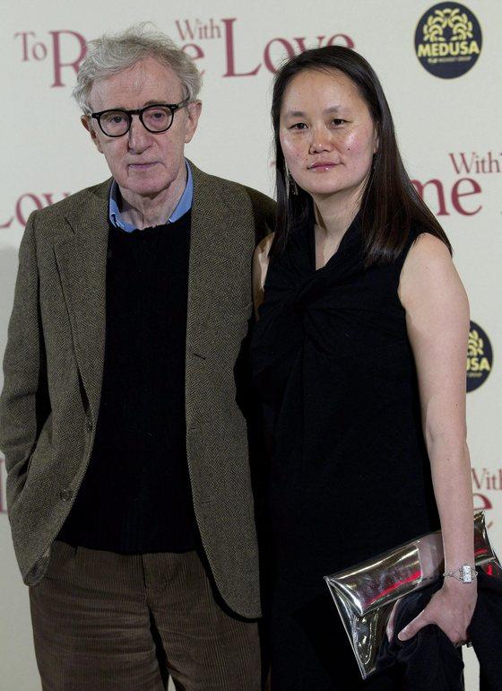영화감독 우디 앨런과 그의 아내 순이 프레빈(오른쪽) EPA=연합뉴스