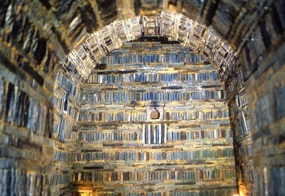 백제 무령왕릉의 내부 모습. 1971년 발굴된 무령왕릉은 내부 보호를 위해 1997년 영구폐쇄됐다. [중앙포토]