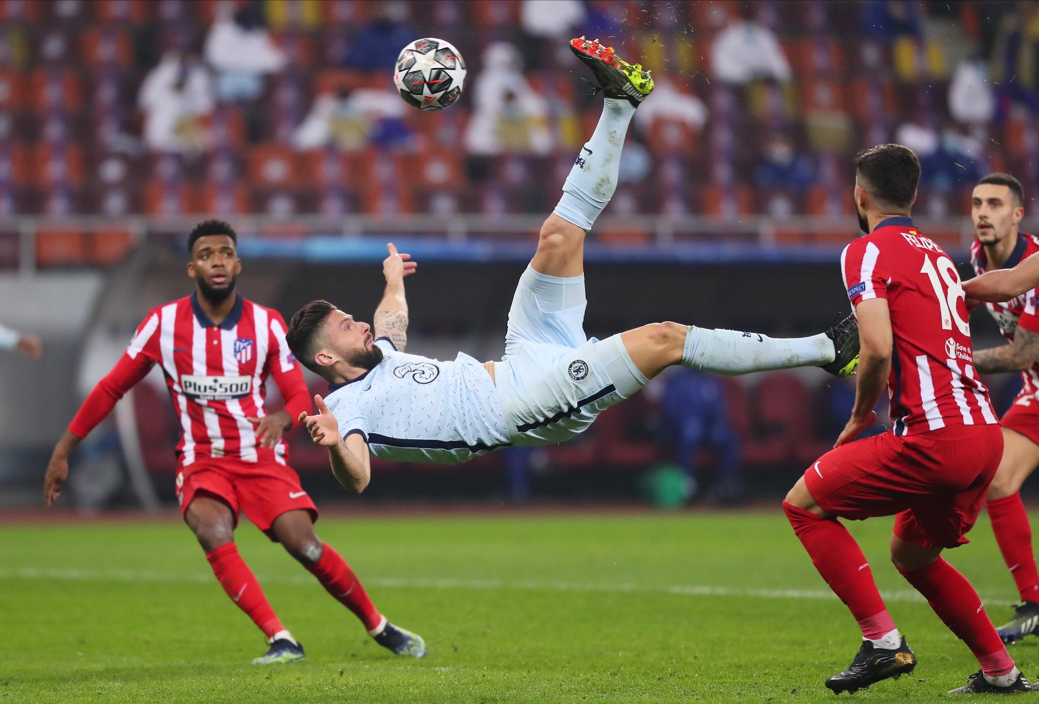 첼시 지루가 환상적인 오버헤드킥 골을 터트리고 있다. [로이터=연합뉴스]