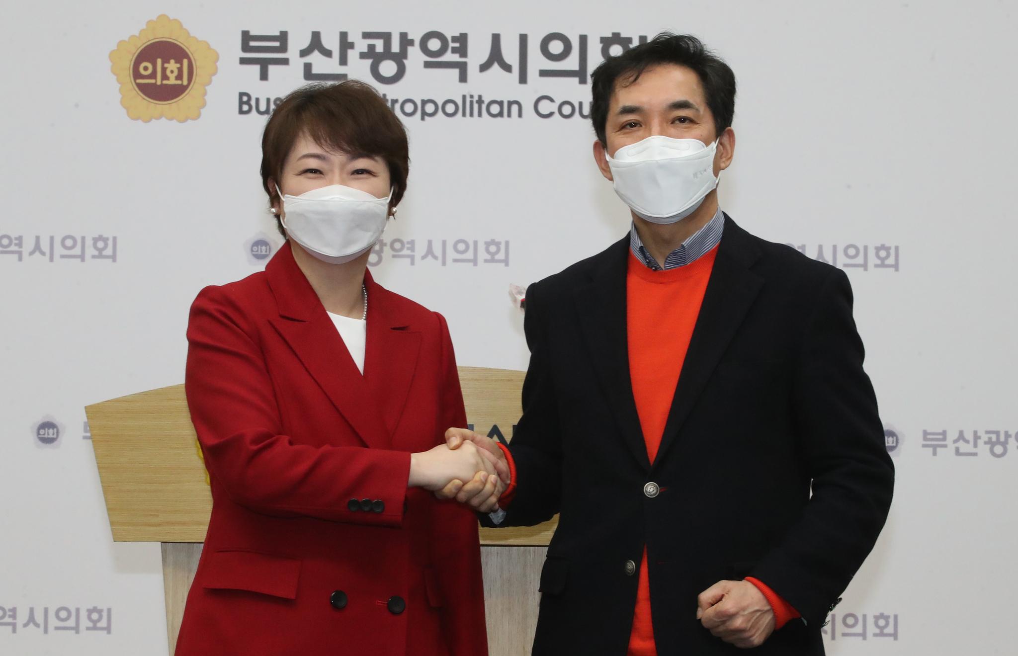 이언주(왼쪽), 박민식 국민의힘 부산시장 예비후보. 중앙포토