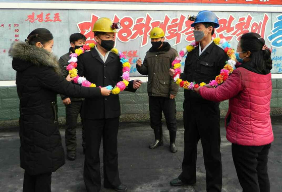 북한의 국경봉쇄 조치가 1년을 넘기면서 평양에 체류중인 외국 공관원들이 생필품 부족에 시달리고 있다. 그럼에도 북한은 자력갱생과 자급자족을 강조하고 있다. [뉴스1]