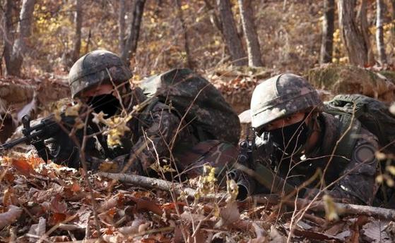 육군 15사단이 지난달 혹한기 훈련을 시행 중인 모습. [연합뉴스]
