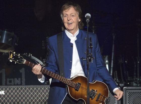 비틀스의 멤버이자 싱어송라이터인 폴 매카트니가 11월 자서전을 펴낸다. AP=연합뉴스