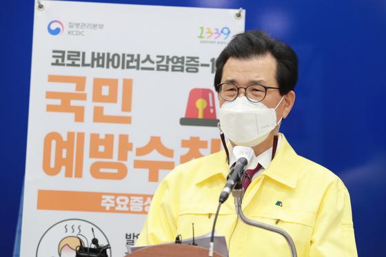 이시종 충북지사가 25일 충북도청에서 신종 코로나바이러스 감염증(코로나19) 백신 접종 계획을 설명하고 있다. [사진 충북도]