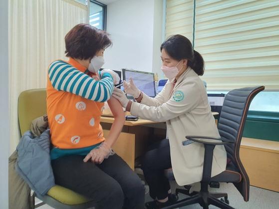 23일 서울 중랑구 보건소에서 진행한 코로나19 백신 접종 모의훈련. 사진 중랑구청.
