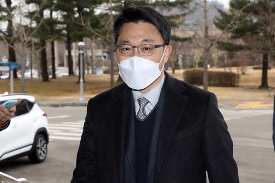 김진욱 고위공직자범죄수사처(공수처)장이 지난 22일 오전 경기 정부과천청사 공수처로 출근하고 있다. 뉴스1