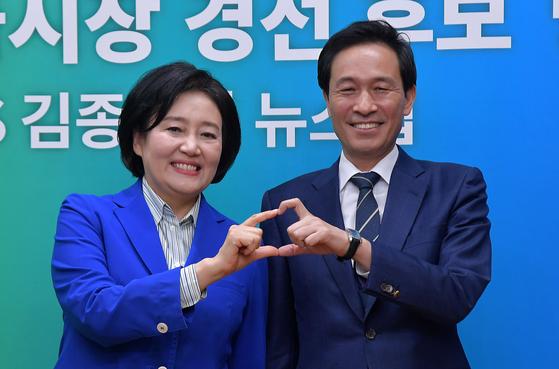 박영선(왼쪽), 우상호 더불어민주당 서울시장 예비후보가 25일 저녁 10시 50분 마지막 TV토론을 벌인다. 민주당 서울시장 보궐선거 후보는 25일부터 시작되는 권리당원 투표와 시민 선거인단 투표를 거쳐 3월 1일 최종 확정된다. 뉴스1