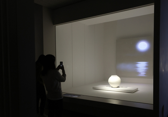 국립중앙박물관에 새로 나타난 달항아리 공간. [연합뉴스]