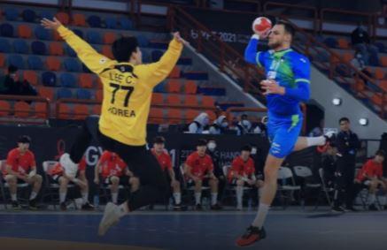 세계핸드볼선수권 슬로베니아전에서 상대 슈팅을 방어하는 한국 골키퍼 이창우. [사진 국제핸드볼연맹 홈페이지]