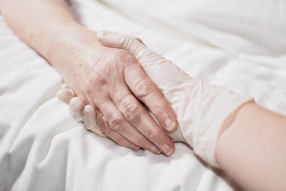 우리 사회에서 안락사를 금기시하고 억누르고 있을 때 병마에 시달리던 말기 환자 두 명이 스위스로 날아가 안락사를 택했다. [사진 flickr]