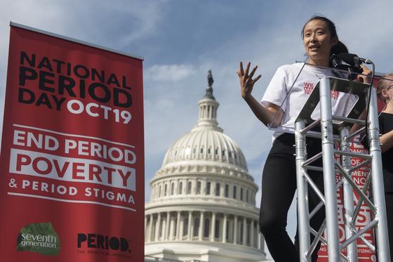 2019년 미국 워싱턴에서 열린 '생리 빈곤 종식' 행사에서 참가자가 발언하고 있다. [AP=연합뉴스]