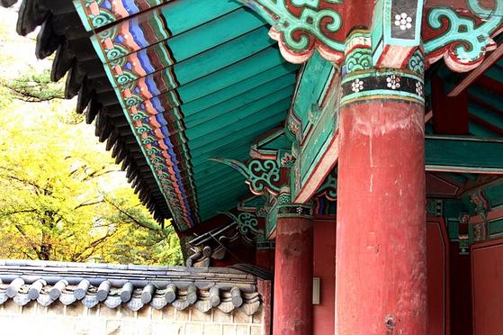 조선시대 수렴청정을 하는 대왕대비가 여성이었기 때문에 그의 친정 가문을 중심으로 외척이 국정을 장악하고 세도정치로 발전했다는 비난을 받고 있다. [사진 pixabay]