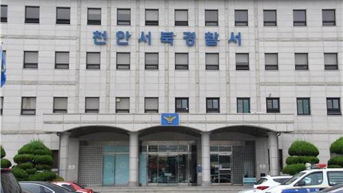 충남 천안시 두정동의 한 원룸에서 아빠와 딸이 숨진 채 발견돼 경찰이 수사에 나섰다. 중앙포토