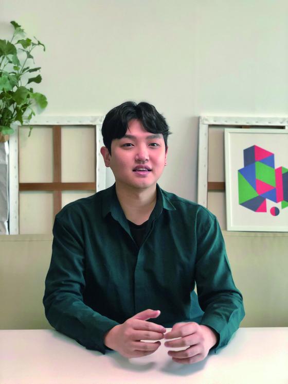 지난 2월 한 언론과 인터뷰 중인 박재현 선데이띵커 대표. 인공지능으로 뽑아낸 데이터와 박 대표의 창업 경험을 기반으로 태어난 '판다랭크' 서비스에 대해 설명하고 있다.