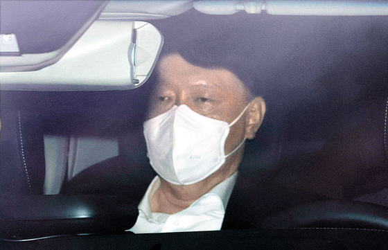 윤석열 검찰총장이 2월 25일 오전 서울 서초구 대검찰청으로 출근하고 있다. [연합뉴스]