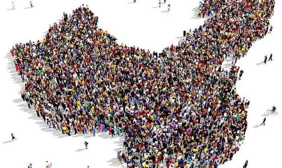 중국사회과학원은 중국 인구가 2029년 14억4200만 명으로 정점을 찍은 후 2030년부터 계속되는 마이너스 성장, 2050년 13억6400만 명, 2065년 12억4800만 명으로 1996년 규모로 축소될 것으로 분석했다. [출처:웨이보]
