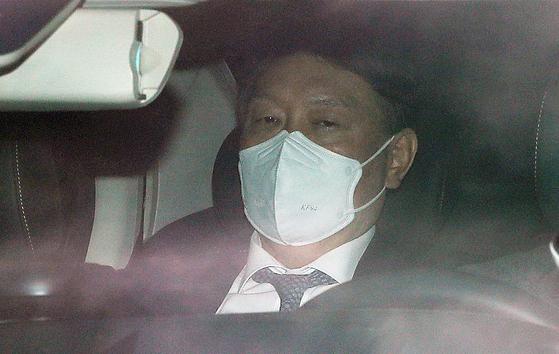 윤석열 검찰총장이 2일 오전 서울 서초구 대검찰청으로 출근하고 있다. 뉴스1
