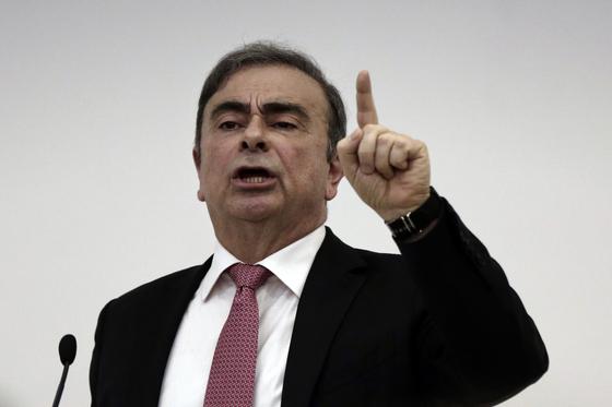 카를로스 곤 전 닛산자동차 회장이 지난해 1월8일 레바논 베이루트에서 자신의 무죄를 주장하는 기자회견을 하고 있다. AP=연합뉴스