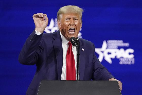 도널드 트럼프 전 미국 대통령이 지난달 28일 올랜도에서 열린 보수정치행동회의(CPAC)에서 기조연설을 하고 있다. [AP=연합뉴스]