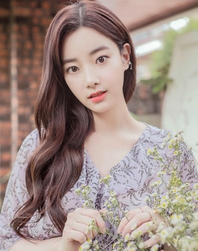 에이프릴의 전 멤버 이현주. 사진 DSP미디어