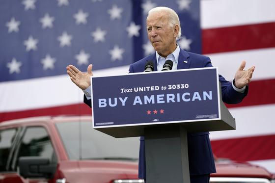 지난해 9월 조 바이든 미국 민주당 대선 후보가 미시간주 전미자동차노조를 방문해 '미국산 구매' 정책을 설명하고 있다. [AP]