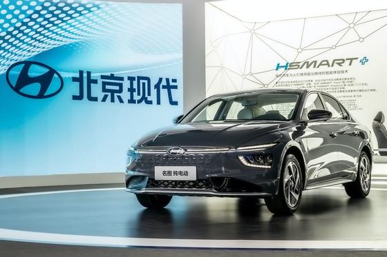 '2020 광저우 국제 모터쇼'에 현대차의 전기차 모델 '밍투 일렉트릭'이 전시돼 있다. [사진 현대차]