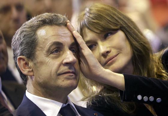 사르코지 전 프랑스 대통령과 부인인 가수이자 모델 카를라 브루니. [AP=연합뉴스]