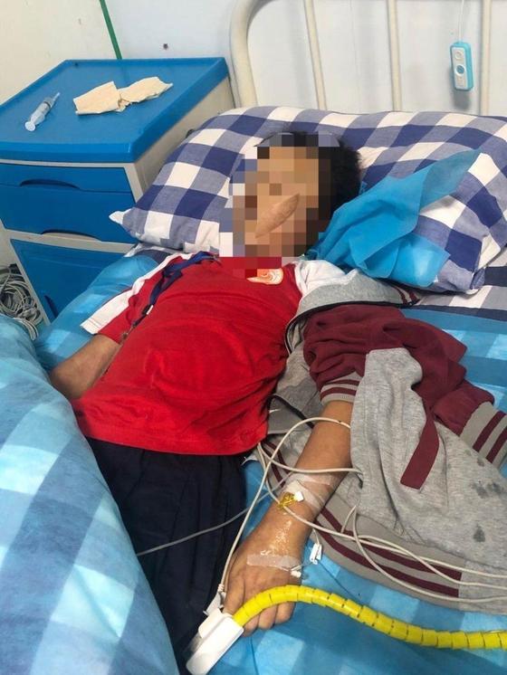 중국 쓰촨성에서는 10세 소녀(사진)가 수학 문제를 틀린 뒤 교사에게 체벌을 당하고 사망하는 사건이 있었다. [SCTV, 뉴스플래시]