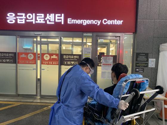 서울소방재난본부는 지난 2일까지 코로나19 백신 접종 이상반응을 보인 환자 13명을 이송했다고 밝혔다. 사진 서울소방재난본부