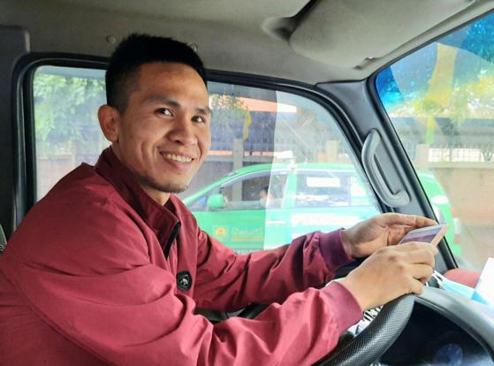 베트남에서 영웅으로 떠오른 배달기사 응우옌 응옥 만[트위터]