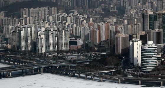 서울 여의도 63빌딩에서 바라본 마포구 아파트 단지. 뉴스1