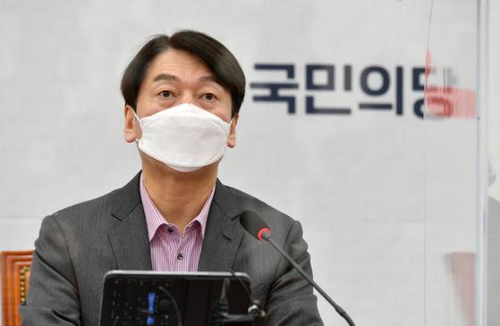 국민의당 안철수 대표가 4일 국회에서 열린 최고위원회의에서 발언하고 있다. 연합뉴스