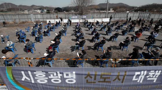 """文, LH 혐의 """"직원 및 가족에 대한 철저한 조사""""… 유영민 TF 운영"""