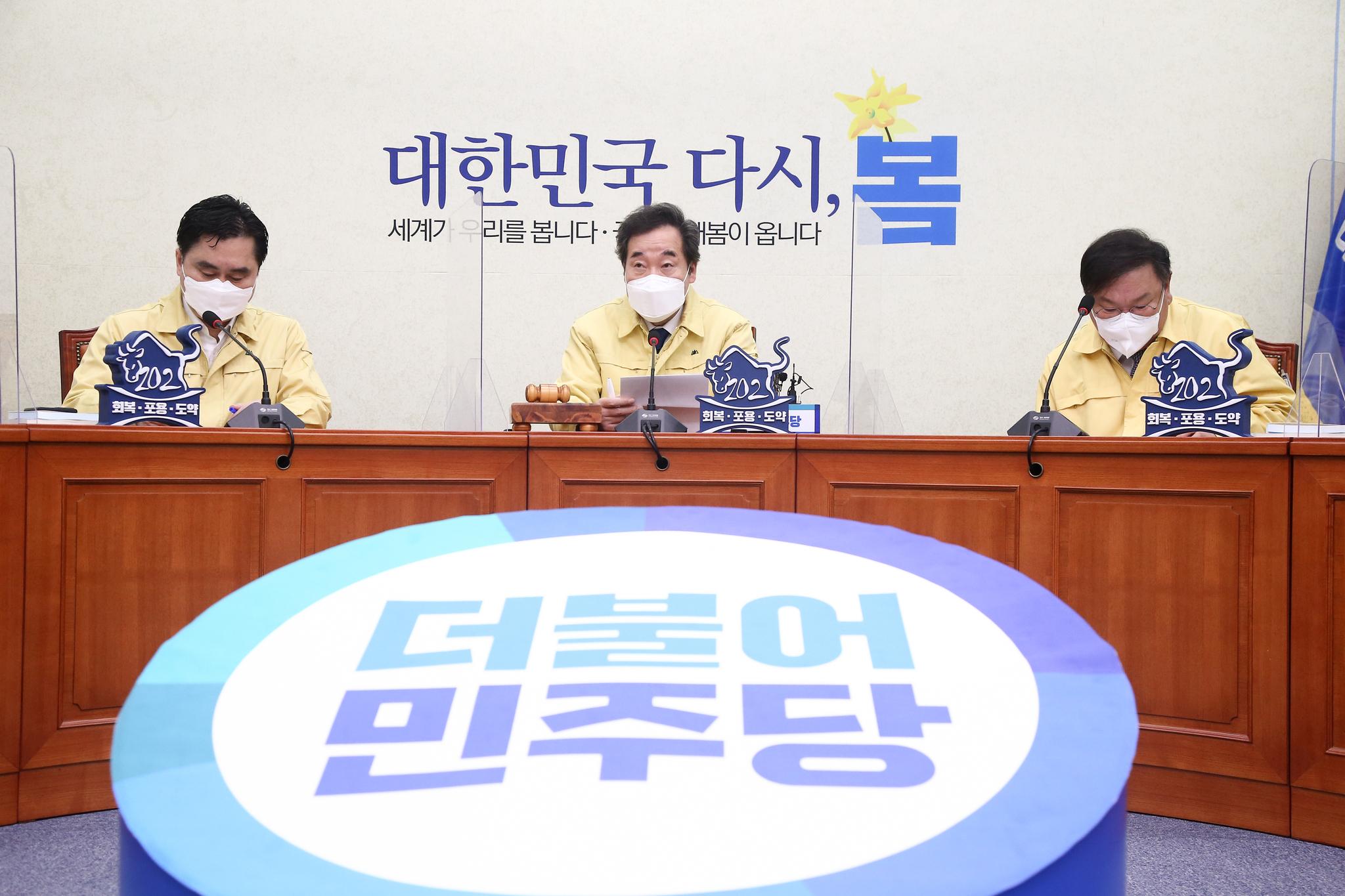 더불어민주당 이낙연 대표가 5일 국회에서 열린 최고위원회의에서 발언하고 있다. 연합뉴스